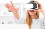«Черное зеркало» стало реальностью. Жительница Южной Кореи встретилась с умершей дочкой при помощи VR-технологии