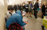 Ассоциация по этикету призвала запретить слушать музыку в транспорте без наушников