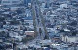 Вид на пустое шоссе в Сан-Франциско в период карантина по причине пандемии коронавируса. В штатах Вашингтон, Нью-Йорк и Калифорния действует режим ЧС.