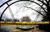 Детям запрещен доступ на игровые площадки Сиэтла в период карантина в штате Вашингтон. США.