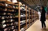 Подготовка россиян к нерабочей неделе: ажиотаж в супермаркетах, запасы алкоголя и пробки на дорогах