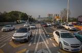 Власти Китая сняли ограничения на выезд из Уханя