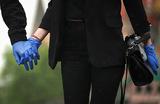 Загадка перчаток: почему в Роспотребнадзоре решили, что они помогают?