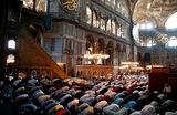 Впервые за 86 лет в соборе Святой Софии в Стамбуле прошел пятничный намаз.