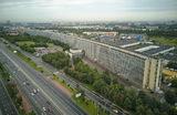 Вид с высоты птичьего полета на «лежачий небоскреб» на Варшавском шоссе в Москве.