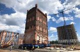 Перемещение водонапорной башни конца XIX века на улице Складочная в Москве. Работы ведутся по программе сохранения объектов культурного и исторического наследия. Башня «пройдет» путь 150 метров.