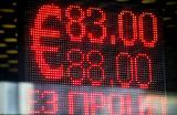 Рубль дешевеет к основным валютам несколько дней подряд. С чем это связано?