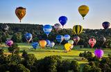 Сорок три воздушных шара поднялись над Бристолем вместо ежегодного международного фестиваля воздухоплавания, который невозможно провести в традиционном формате из-за ограничений в период пандемии. Великобритания.