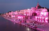Храмы древнего города Айодхья на берегу реки Сараю в индийском штатеУттар-Прадеш.
