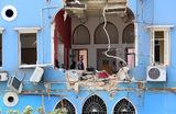 Разрушения в жилом доме после взрыва в Бейруте.