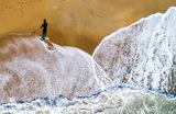 Рыбак на побережье острова  Аутер-Бенкс. Северная Каролина, США