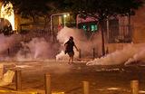 В Бейруте полиция применила слезоточивый газ во время антиправительственных акций протеста.