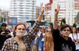 В Белоруссии продолжаются протесты и забастовки. Глава МВД взял ответственность за травмы людей на себя