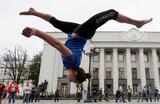 Студент Олимпийского колледжа имени Ивана Поддубного в Киеве во время акции протеста против реорганизации учебного заведения.