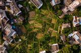 Вид на деревни и рисовые поля в уезде Яншо городского округа Гуйлинь в Китае.