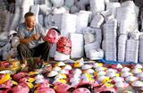 Подготовка к фестивалю «Середины осени» во вьетнамской деревне Хунг Йен.