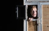 «Смех действительно освобождает». В «Студии театрального искусства» премьера — спектакль «Старуха»