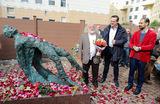 Открытие памятника поэту Сергею Есенину на территории Московского государственного музея Есенина в Большом Строченовском переулке.