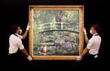 Картина британского уличного художника Бэнкси Show Me The Monet («Покажи мне Моне») была продана на аукционе Sotheby's в Лондоне за 7,6 млн фунтов стерлингов (9,8 млн долларов). Предварительно работа была оценена в 3-5 млн фунтов.