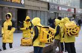 «Яндекс» обещает заплатить ресторанам за каждого сотрудника, ставшего курьером по доставке еды