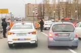 Таксисты устроили забастовку у аэропорта «Домодедово». Что их не устроило?
