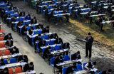 Школьники во время экзаменов в Катманду. Непал.