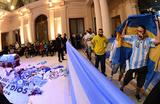 В Аргентине траур по Марадоне и столкновения с полицией
