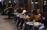 Англичанам запретят выпивать в пабах и ресторанах после завершения трапезы