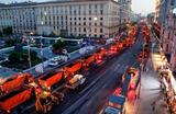 Работы по замене асфальта на Тверской улице в Москве.