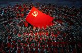 Выступление артистов во время концерта, посвященного 100-летию основания Коммунистической партии Китая на Национальном стадионе в Пекине.