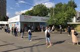 Очередь на вакцинацию от коронавируса в павильон «Здоровая Москва» возле станции метро «Чертановская» на юге столицы.