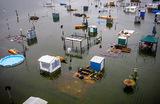 Кемпинг De Hatenboer в Нидерландах ушел под воду в результате проливных дождей.