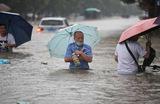 Сильный паводок привел к разрушению плотины на водохранилище Гоцзяцзю вгороде Чжэнчжоу (административный центр провинции Хэнань, Центральный Китай).