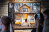 Выставка «Кратовские дачи» (фотопроект Федора Савинцева) в Государственном музее архитектуры имени Щусева.