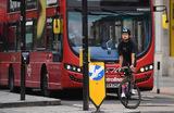 В Великобритании вводят новые правила дорожного движения, по которым за пешеходами и велосипедистами закрепляется приоритет на спорных участках.
