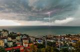 Молния над Черным морем во время грозы в курортном поселке Дагомыс.