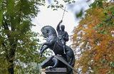 Открытие памятника на могиле бывшего мэра Москвы Юрия Лужкова на Новодевичьем кладбище.
