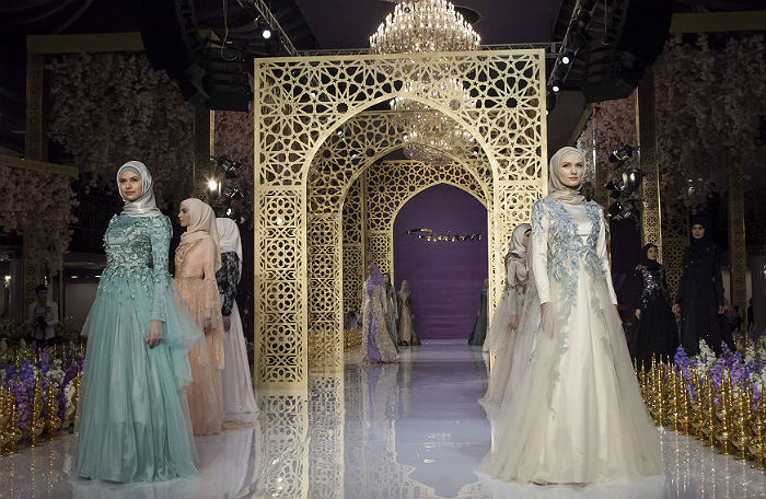Дом моды дочери Кадырова перенес показ из-за технических неполадок впарке «Зарядье»